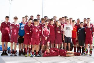 Group photo of boys football at Edwin Doran MasterClass in Spain