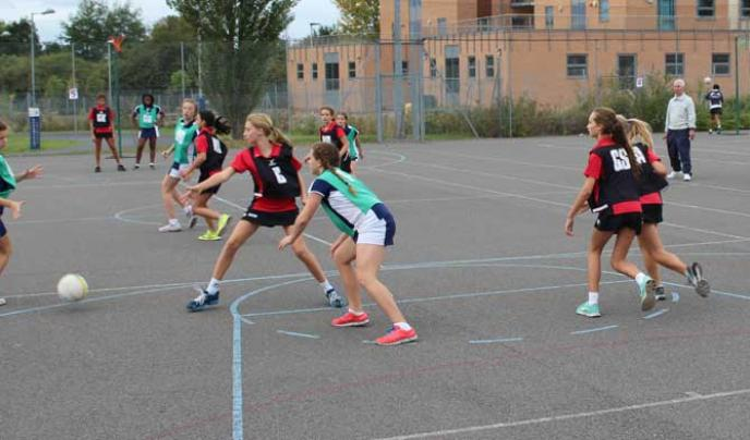 Godolphin & Latymer playing on court