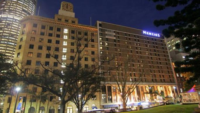 The well-equipped Menzies Hotel is close to Sydney Harbour.