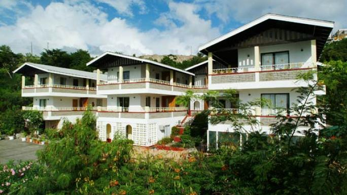 All of Gem Beach Resort's air-conditioned apartments have a spacious balcony.