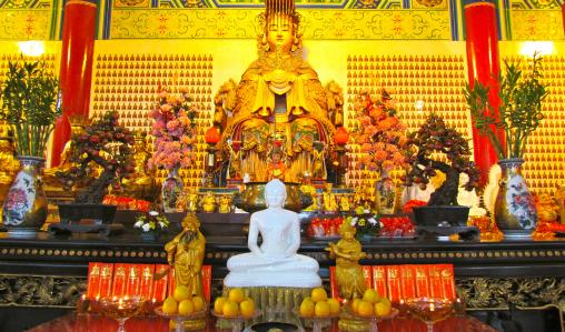 Chinatown is home to a number of beautiful Buddhist temples.
