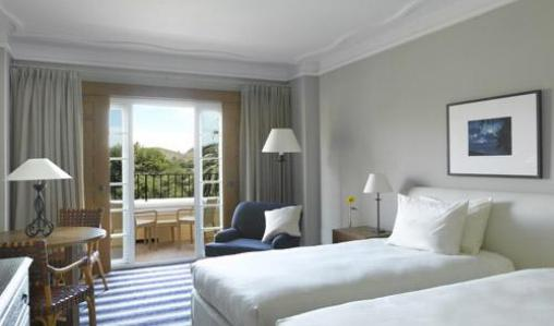 The Las Lomas Village in La Manga has well-appointed rooms.