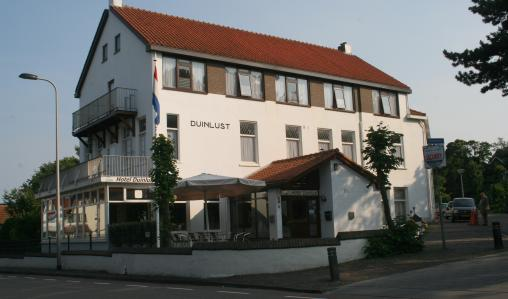 The Zorn Hotel Duinlust , Noordwijk, is close to the beach.